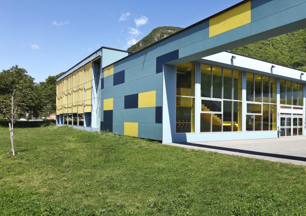 aluminium panels in buildings in a new school